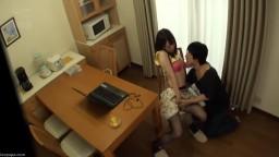 完全偷拍 和住在同一公寓的2位美女人妻關係密切 帶回自己房間盡情做愛。其36