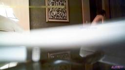 洗浴会所按摩认识的气质漂亮美女技师私下高价单约到酒店啪啪抱着屁股干的呻吟浪叫直求饶还在继续干国语