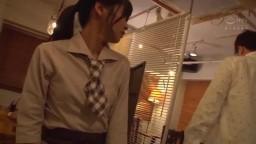 咖啡店服務員連鎖色情狂 正在營業的店內 利用順從的淫蕩店員 連鎖色情狂計劃