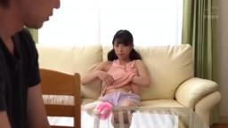 巨乳妹妹不穿胸罩 我忍不住瞞著父母每夜做愛 G罩杯妹妹露出胸部挑逗! !