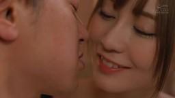 在超冷的雨天里和巨乳家教大姊用激烈接吻和中出來相互取暖的那個夜晚